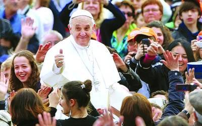 ویٹی گن: پوپ فرانسس اپنے حماتیوں کے نعروں کا جواب دے رہے ہیں