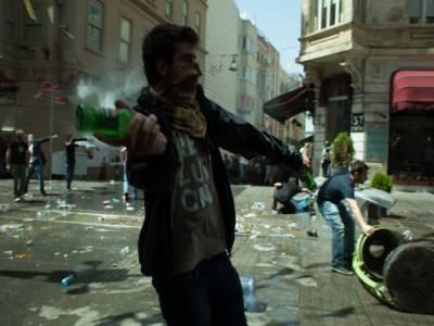 ترکی میں مظاہرے جاری ، جھڑپوں اور پٹرول بم حملوں میں متعددزخمی