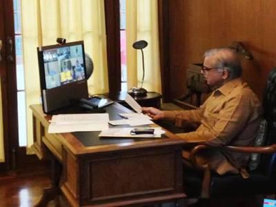 وزیراعلیٰ پنجاب ویڈیو کانفرنس کررہے ہیں
