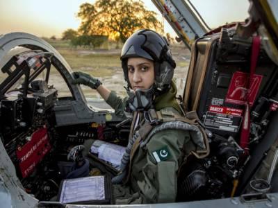 پاکستان کی خدمت کے جذبہ سے ایئرفورس میں آئی ہوں : عائشہ فاروق