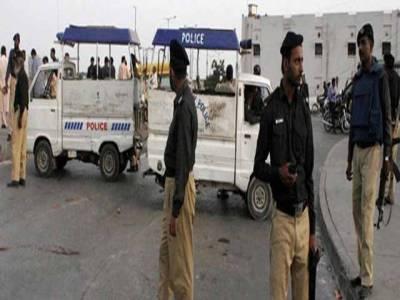 کراچی کی شاہ نوازبھٹوکالونی میں چھاپہ ، مبینہ بھتہ خور گرفتار