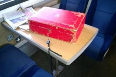 برطانوی وزیراعظم سرکاری دستاویزات ٹرین میں بھول گئے