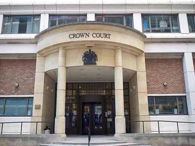 برطانیہ کی کراﺅن کورٹ میں برقع یا نقاب اوڑھے خواتین کے داخلے پر پابندی