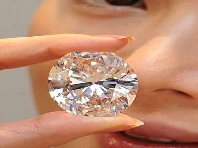 نایاب ہیرا تین کروڑ ساٹھ ہزار ڈالر میں نیلام