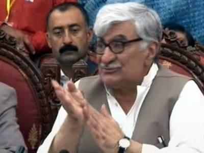 پرویز مشرف پر غداری نہیں آئین کی خلاف ورزی کا مقدمہ چلایا جائے: اسفند یار ولی