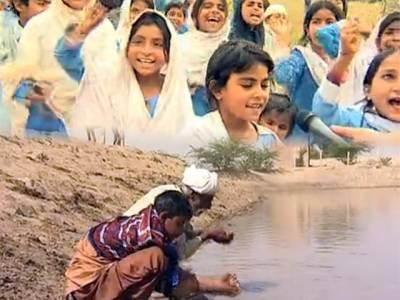 """چولستان قحط کے دہانے پر، بچیوں نے """"ساڈا حق، ایتھے رکھ"""" کا نعرہ لگادیا"""