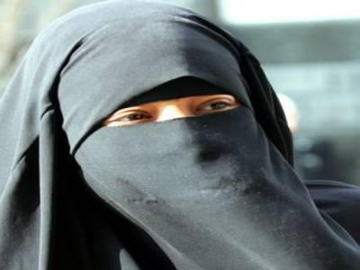 نو مسلم خاتون کی حرکات نے دیگر مسلمانو ں کو مشکل میں ڈال دیا