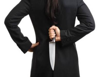 امریکی خاتون نے 'شیطان' کے کہنے پر مجازی خدا پر حملہ کر دیا