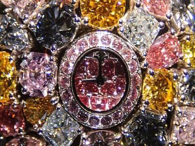 ہیرے جواہرت سے جڑی گھڑی' مالیت 33ملین پاؤنڈ' خریدار کئی گھڑی ایک
