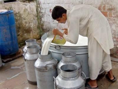 کراچی :دودھ فروش شہریوں سے روزانہ 5 کروڑ روپے اضافی بٹورنے لگے