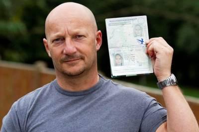 برطانوی مرد کا 'خاتون' کے پاسپورٹ پر سفر