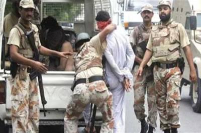 کراچی :سپر ہائی وے سے8 گینگ وار ملزمان گرفتار،سابق ناظم کے گھر پر دستی بم حملہ ،دو زخمی