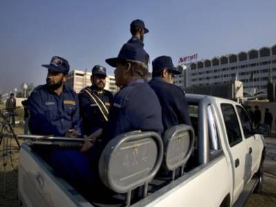 پولیس کی رائفل نہیں چلتی، سیاستدانوں کے پاس جدید اسلحہ کی بھرمار