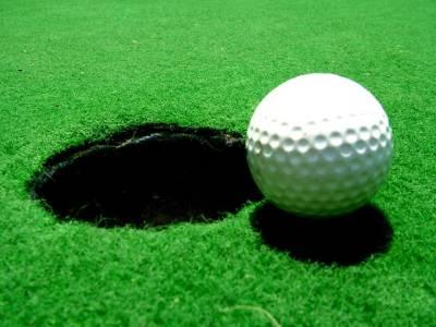 گالف، گیند ڈالنے والے سوراخ کو تقریباً چار گنابڑا کرنے کا منصوبہ