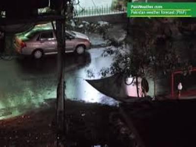 نوابشاہ:تیز آندھی،بارش سے حادثات، ماں 2بچوں سمیت جاں بحق،40افراد زخمی
