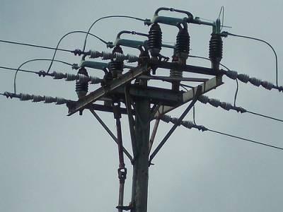 سندھ میں بجلی کے کھمبوں کو اڑانے کی کوشش ناکام، 8بم ناکارہ بنادیئے گئے
