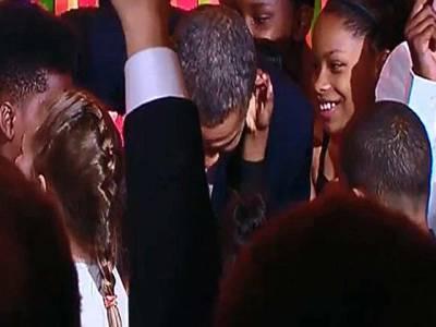 بچے نے اوباما کو جھکنے پر مجبور کردیا