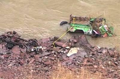ٹرک دریا میں گرنے سے 16 افراد جاں بحق، 7 زخمی