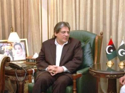 گورنر سندھ سے رینجرزاورپولیس حکام کی ملاقات ، عشرت العباد کی بلاتفریق کارروائی جاری رکھنے کی ہدایت