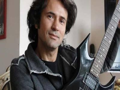 ترک امام کو مسجد کی امامت کے ساتھ ساتھ راک موسیقی کی اجازت بھی مل گئی