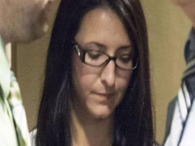 بے وقوف عورت نے بطخوں کی جان بچانے کے چکر میں دو انسان مروادیئے