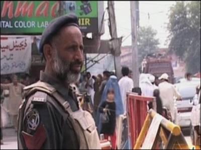 حیات آباد میں سرچ آپریشن ، غیر ملکیوں سمیت 100افراد زیر حراست