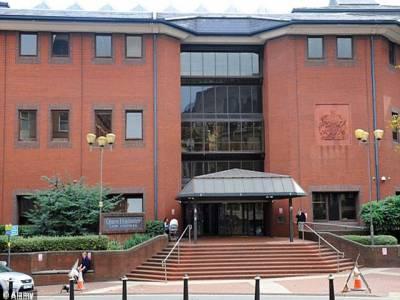 برطانیہ :مسلمان جوڑافیس بک پر دوستی بنا کر لوٹنے کے الزام میں گرفتار