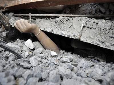 مزدور چھ منزلہ عمارت کے نیچے دب کر بھی زندہ رہا