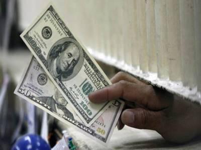غیر یقینی سیاسی صورتحال ، ڈالر پھر سنچری بنانے میں کامیاب