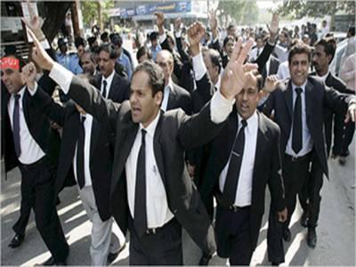 تحریک انصاف کے کارکنوں کی گرفتاری ،فیصل آباد ڈسٹرکٹ بار کا بائیکاٹ