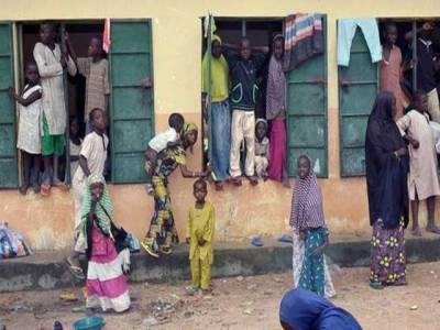 نائیجیریا کے سینکڑوں فوجی کیمرون فرار