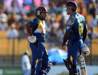 پاکستانی بیٹنگ لائن پھر دھوکہ دے گئی، دوسرے میچ میں 77 رنز سے شکست، سیریز 1-1 سے برابر