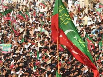 تحریک انصاف کا مینار پاکستان پر جلسہ، لوگوں کی تعداد پر متضاد اطلاعات