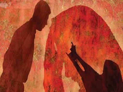 شوہر نے غیر ت کے نام پر کلہاڑی کے وار سے بیوی کو زخمی، مبینہ آشنا کو قتل کردیا