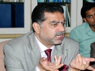 عوامی تحریک مینار پاکستان پر 25 ہزار کرسی بھی نہ بھر سکی: زعیم قادری