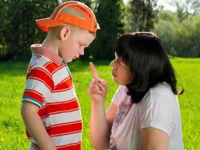 بچپن میں والدین کی جانب سے سکھائی جانے والی وہ باتیں جو درست نہیں