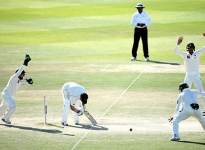 ابوظہبی ٹیسٹ: باﺅلرز کی شاندار کارکردگی، نیوزی لینڈ کے 8 وکٹ پر 174 رنز، پاکستان کو جیت کیلئے 2 وکٹیں درکار