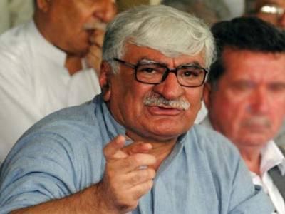 وزیراعلیٰ صوبے کے بجائے اسلام آباد دھرنے میں مصروف ہیں:اسفند یارولی