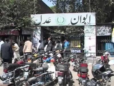 جیت کا جشن مناتے ہوئے وکلاءکی ضلع کچہری کے احاطے میں فائرنگ ، مقدمہ درج