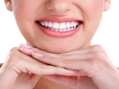 دانتوں کو سفید اور چمکدار بنانے کے لیے آسان ترین گھریلو نسخہ