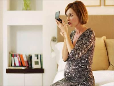 میک اپ استعمال کرنے والی حاملہ خواتین کے لیے انتہائی تشویشناک تحقیق