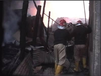 حاجی کیمپ کے قریب ٹمبر مارکیٹ میں لگنے والی آگ پر قابوپالیاگیا
