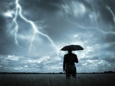 موسمی طوفان نے گھر میں طلاق کروادی