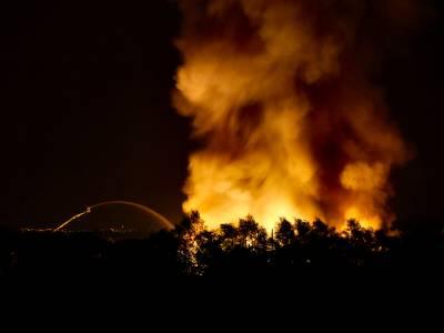 راولپنڈی :موم بتیاں بنانے والے کارخانے میں آگ لگ گئی،امدادی کاروائیاں جاری