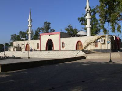 لال مسجد کے باہر کھڑی خراب گاڑی نے پولیس کی دوڑیں لگوا دیں