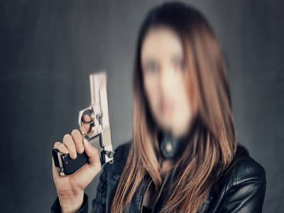 بندوق کی نوک پر نوجوان لڑکی کی بے بس مر د کے ساتھ جنسی زیادتی