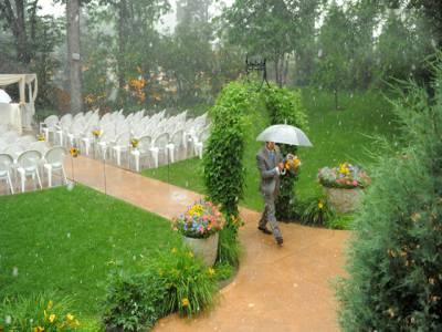 شادی کی تقریب کو بارش سے محفوظ بنانے کے لیے سہولت متعارف ، لیکن خرچہ ۔۔۔