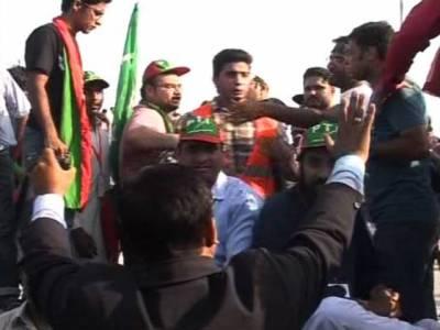 یوم یکجہتی کشمیر کی تقریب میں تحریک انصاف کے کارکنوں کا جھگڑا