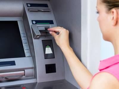 وہ اہم ترین باتیں جو ATM سے پیسے نکلواتے ہوئے ہر گز نہیں کرنی چاہئیں