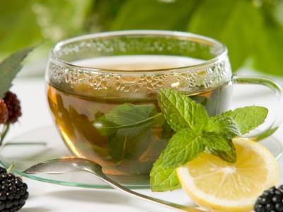 چربی پگھلانے کے لیےسبز چائےکے کتنے کپ پینے چاہیئے؟تحقیق نے بتا دیا